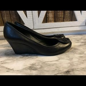 Tory burch black pebble leather wedge shoes 8